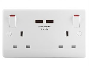2 Gang Switched Socket Outlet + USB Charger 13 Amp